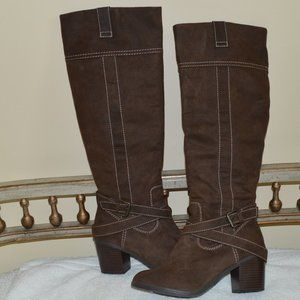 NWOT New Directions 7 Brown Boots Faux Suede